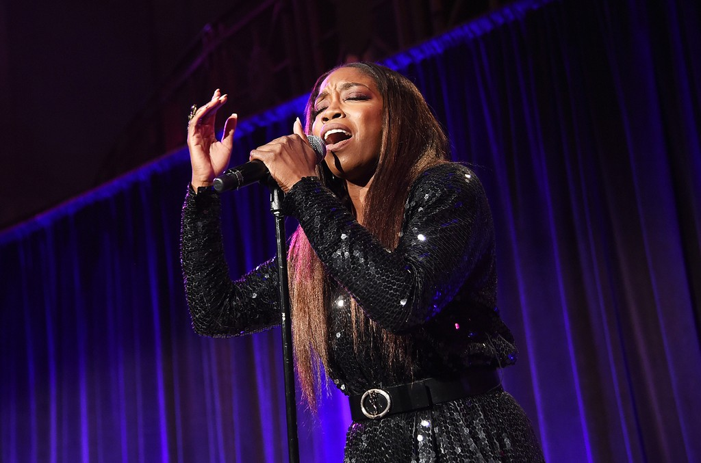 Estelle performs at the Food Bank for New York City Can-Do Awards Dinner 2017 on April 19, 2017 in New York City.