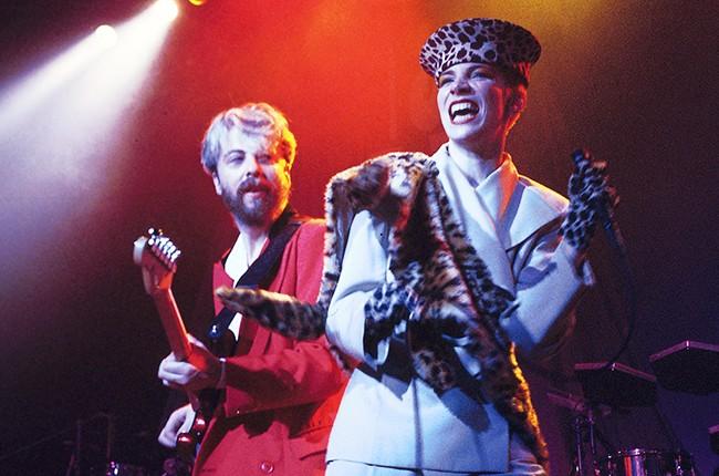 Dave Stewart & Annie Lennox of Eurythmics performing