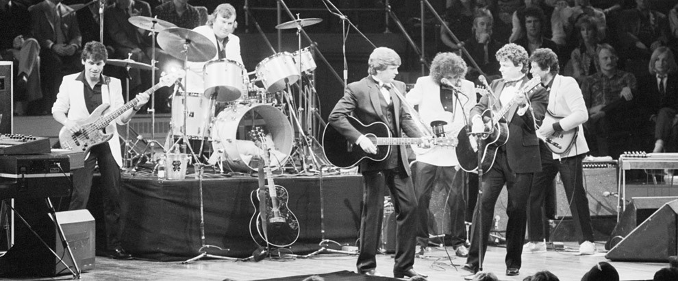 The Everly Brothers and their band performing at their reunion concert at the Royal Albert Hall, London, 23rd September 1983. Left to right: Mark Griffiths, Graham Jarvis, Phil Everly, Albert Lee, Don Everly and Martin Jenner. (Photo by Dave Hogan/Hulton