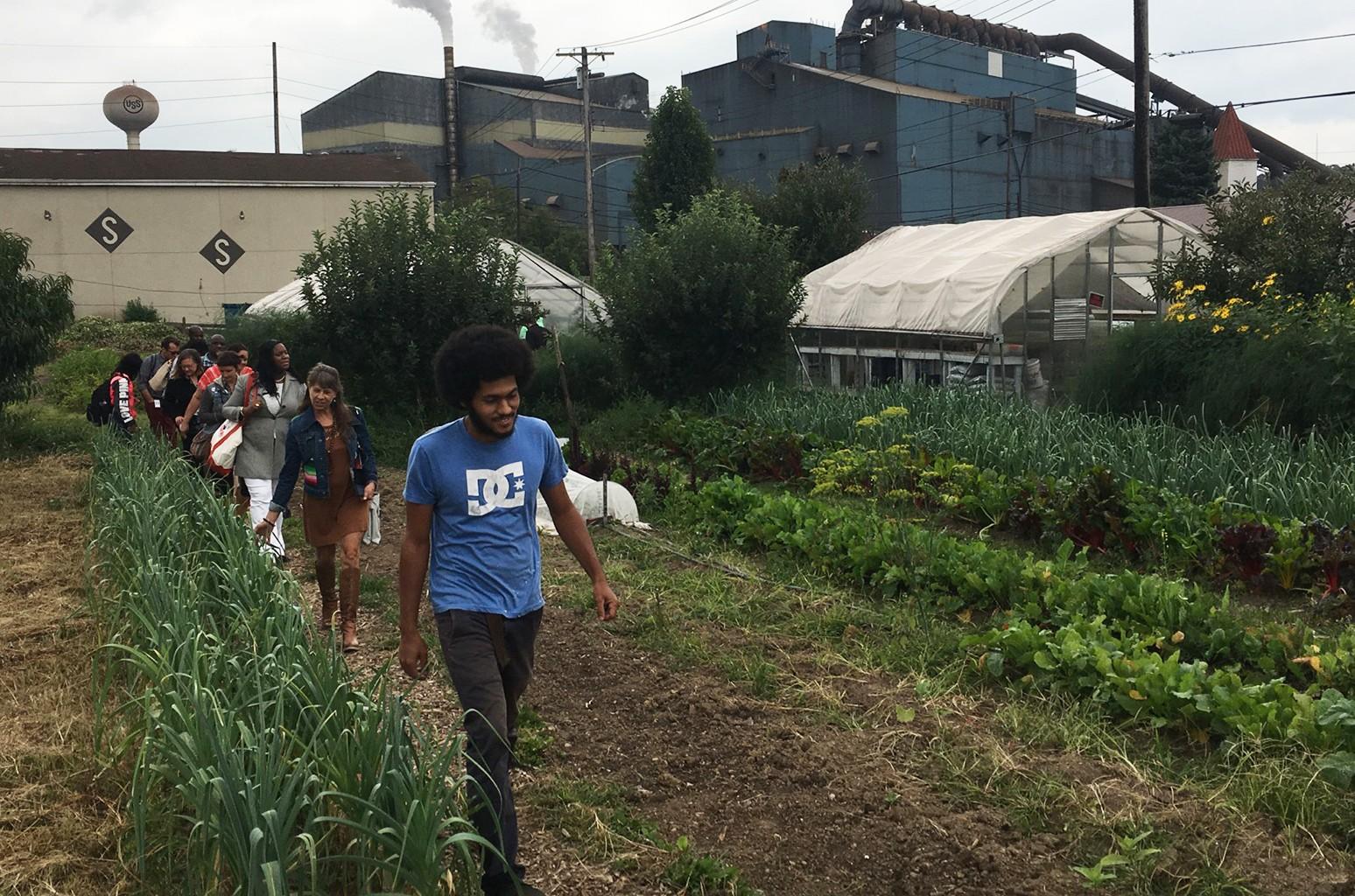 Farm Aid supporters tour Braddock Farms