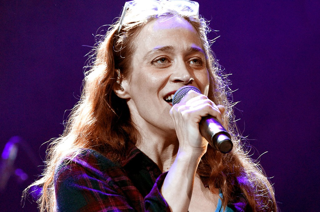 Photo of Fiona Apple's 'Fetch the Bolt Cutters' Gets a Release Date | Billboard