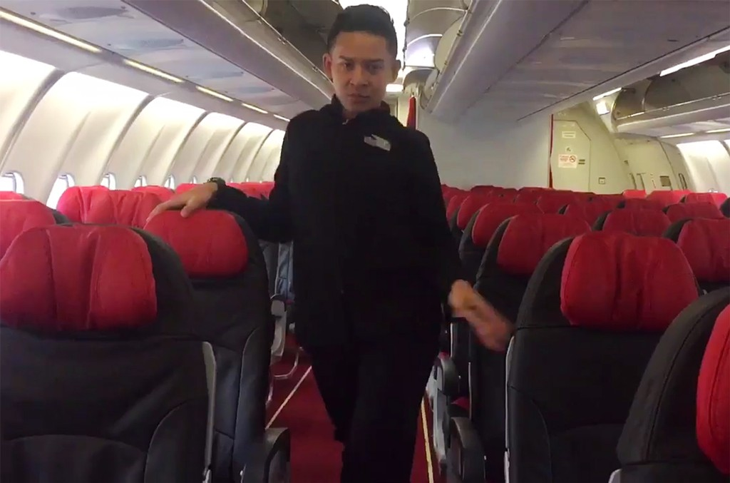 "Flight attendant recreates Britney Spear's ""Toxic."""