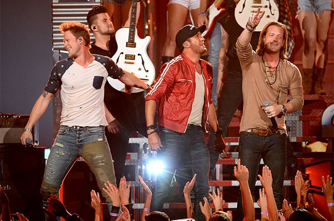 Florida Georgia Line perform with Luke Bryan at the 2014 Billboard Music Awards
