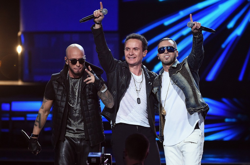 Fonseca performs with Alexis y Fido