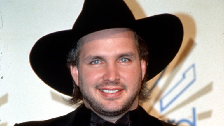 Rewinding The Country Charts In 1989 Garth Brooks Notched His