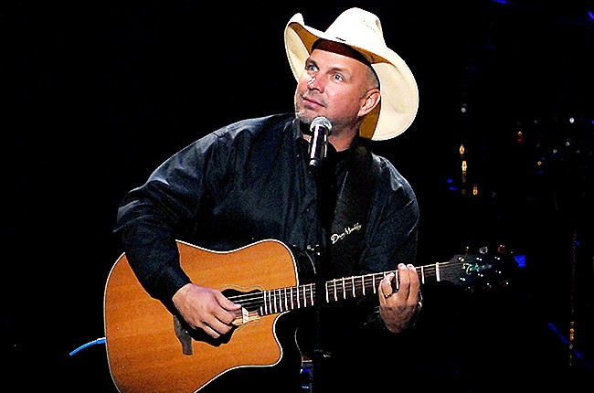 garth-brooks-performing-650-430
