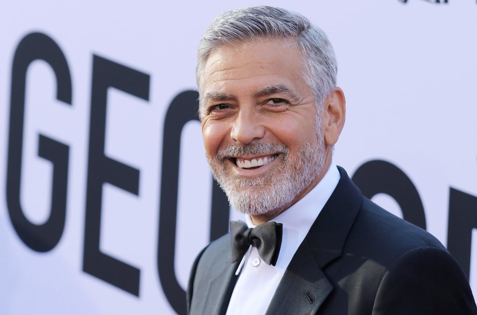 Вы должны увидеть, как Джордж Клуни декламирует слова песни BTS 'Dynamite'