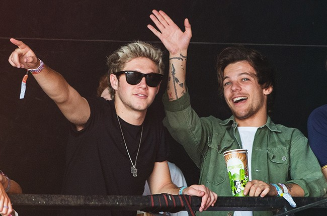 Niall Horan and Louis Tomlinson of One Direction watch James Bay perform at the Glastonbury