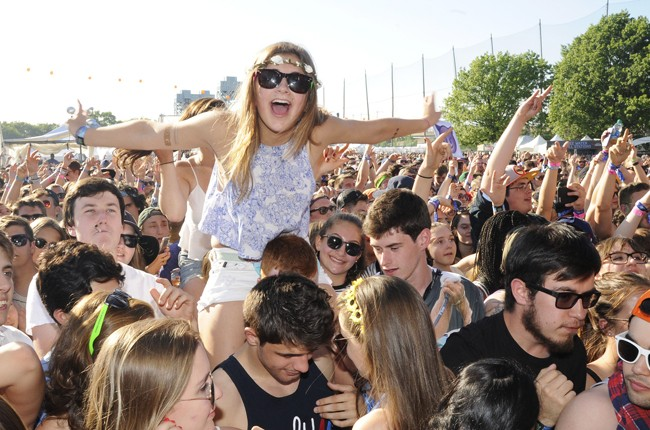 governors ball 2015 gov ball nyc crowd flower crown