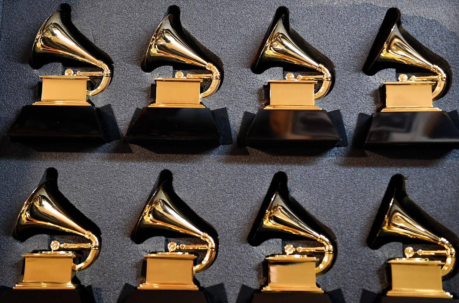 Кто выбирает номинантов на премию Грэмми?  Всеобщие избиратели принимают решение всего в 12 из 84 категорий
