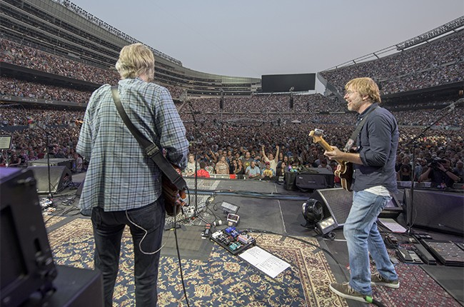 grateful-dead-chicago-trey-anastasio-night1-billboard-650.jpg