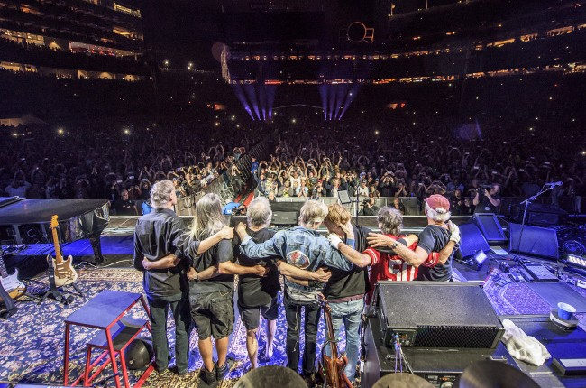 """Grateful Dead performs during their """"Fare The Well"""" concert"""