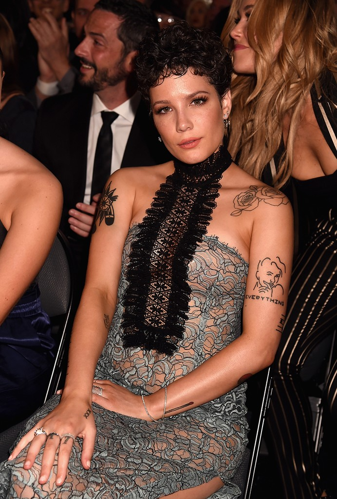 Halsey at the 2016 Billboard Music Awards