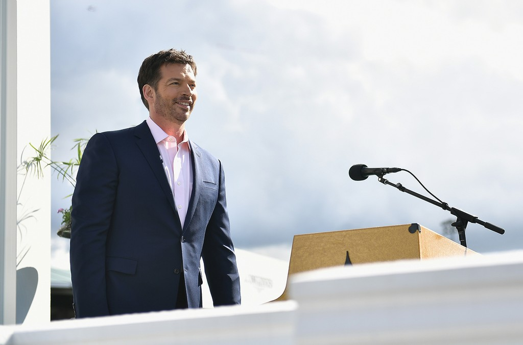 Harry Connick Jr. sings the national anthem at the 143rd Kentucky Derby at Churchill Downs on May 6, 2017 in Louisville, Ky.