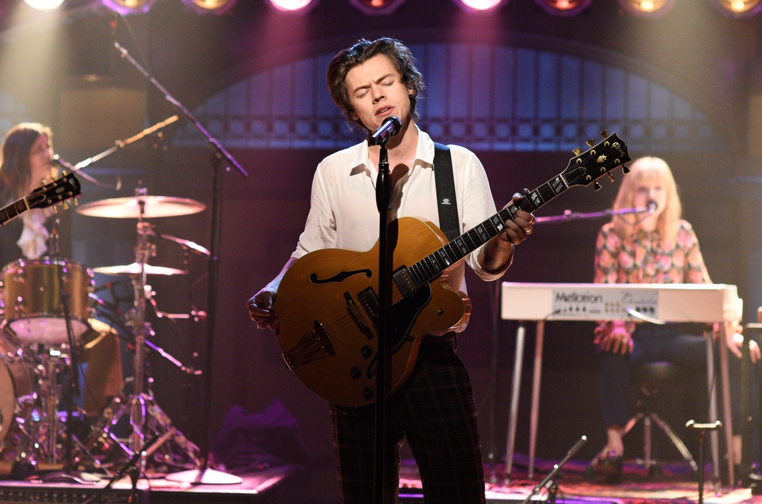"""Harry Styles performing """"Ever Since New York"""" on Saturday Night Live on April 15, 2017."""