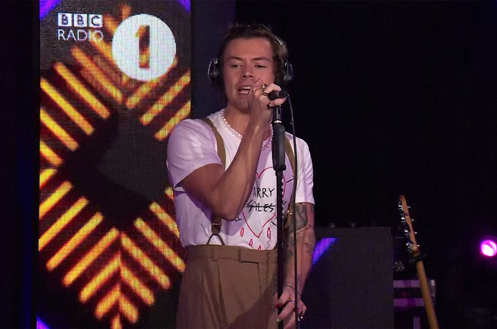 Harry Styles covers Lizzo's Juice on in the BBC Radio 1 Live Lounge