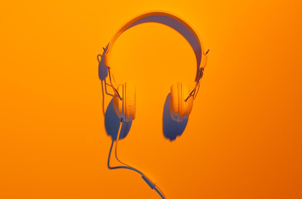 headphones-orange-billboard-1548