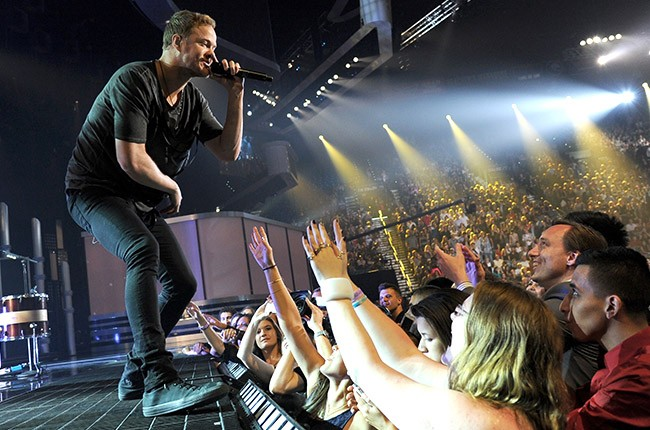 Imagine Dragons performs at the 2014 Billboard Music Awards