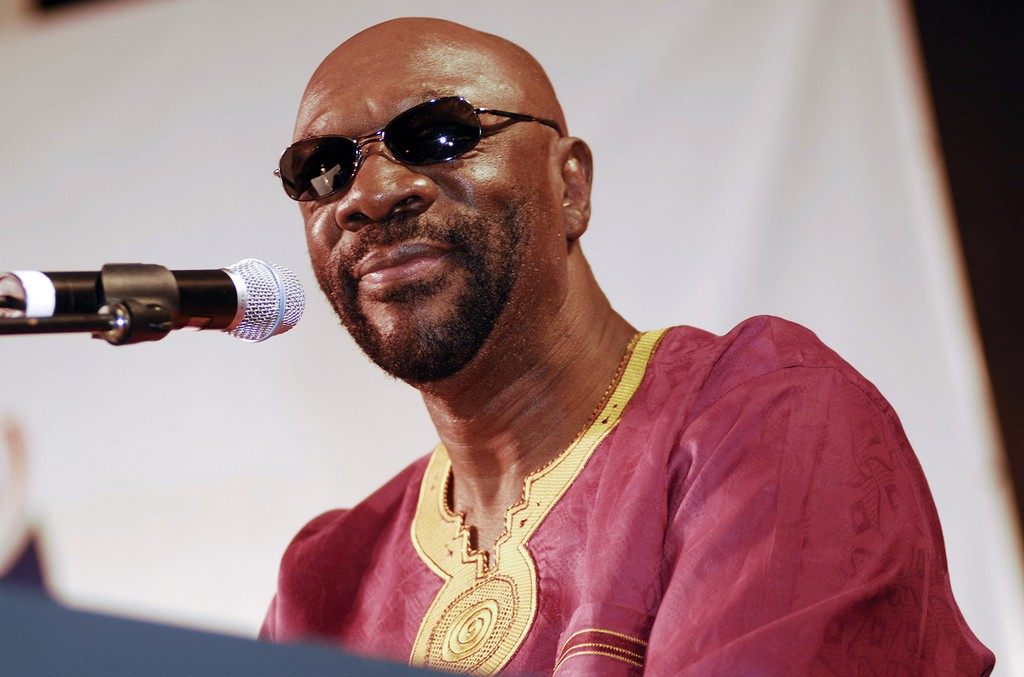 Isaac Hayes performs at Waterfront Blues Festival.