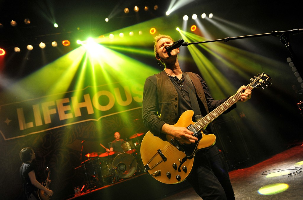 Jason Wade of Lifehouse performs on stage at the O2 Shepherd's Bush Empire on Oct. 1, 2015 in London.