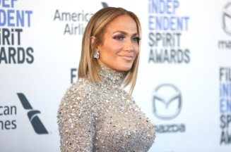 Jennifer Lopez Checks In From Vacation With Sizzling Swimsuit Photo