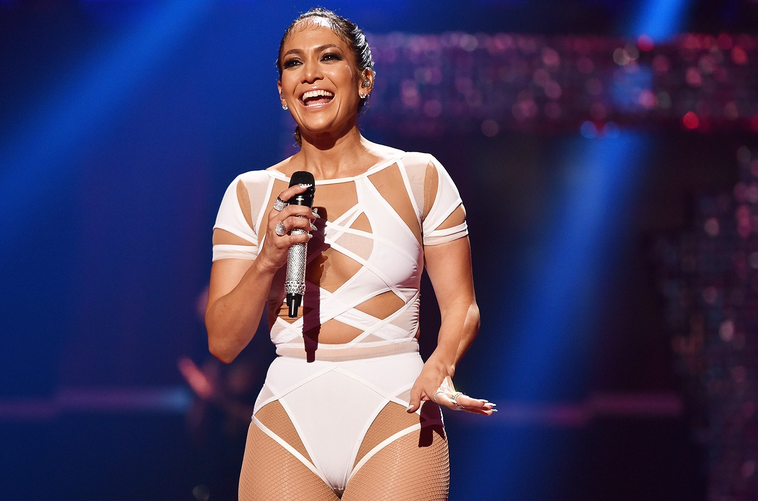 Jennifer Lopez performs in 2015