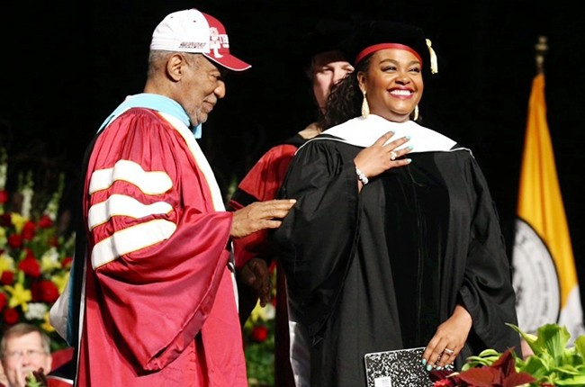 Jill Scott receives honorary degree from Temple University