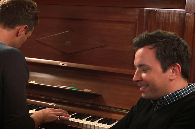 "Jimmy Fallon & Chris Martin Sing David Bowie's ""Life On Mars?"""