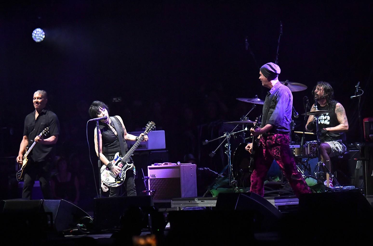 Joan Jett & Foo Fighters