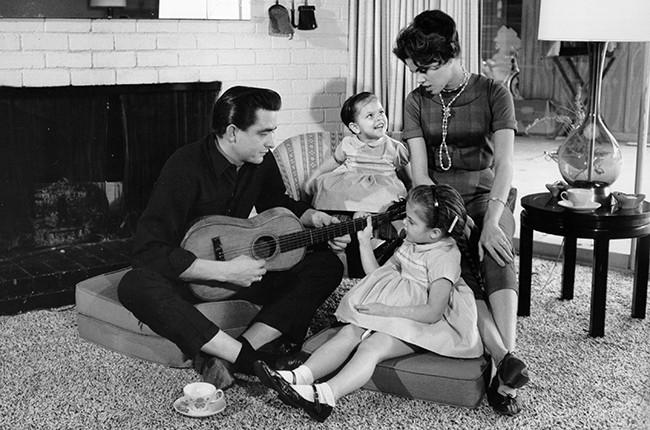johnny-cash-family-1957-650