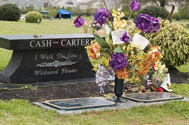 johnny-cash-grave-flickr_homer4k-650