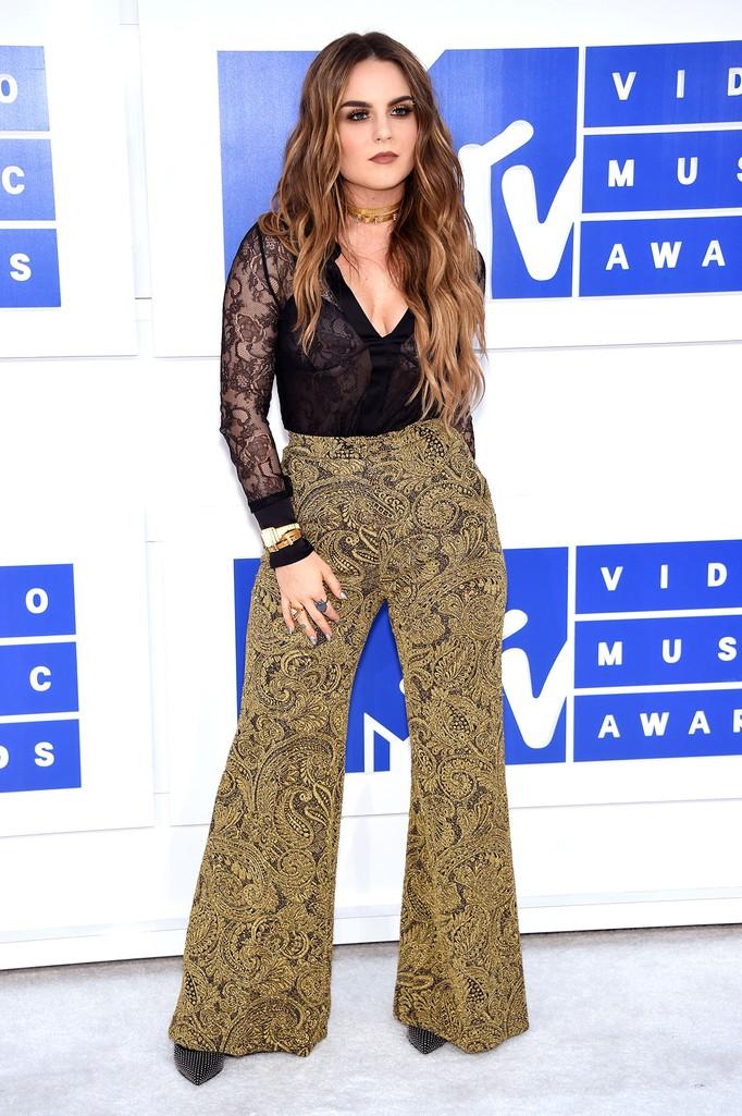 JoJo attends the 2016 MTV Video Music Awards