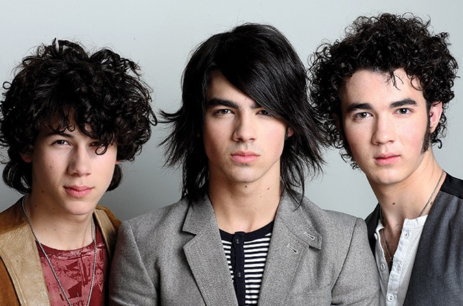 Nick, Joe and Kevin of the Jonas Brothers in 2008