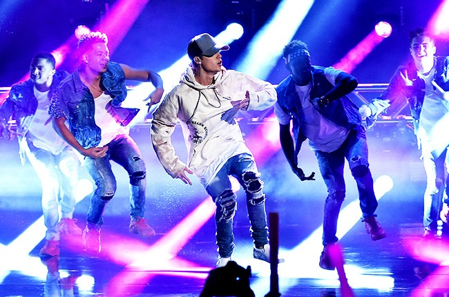 Justin Bieber performs onstage during the 2015 American Music Awards at Microsoft Theater on November 22, 2015 in Los Angeles, California.