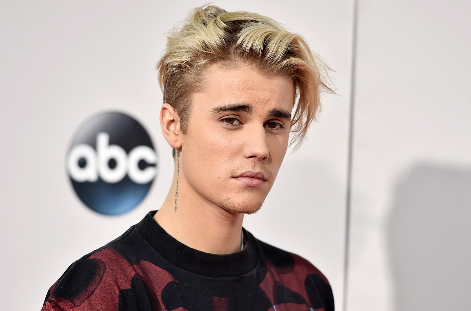 Justin Bieber arrives at the American Music Awards