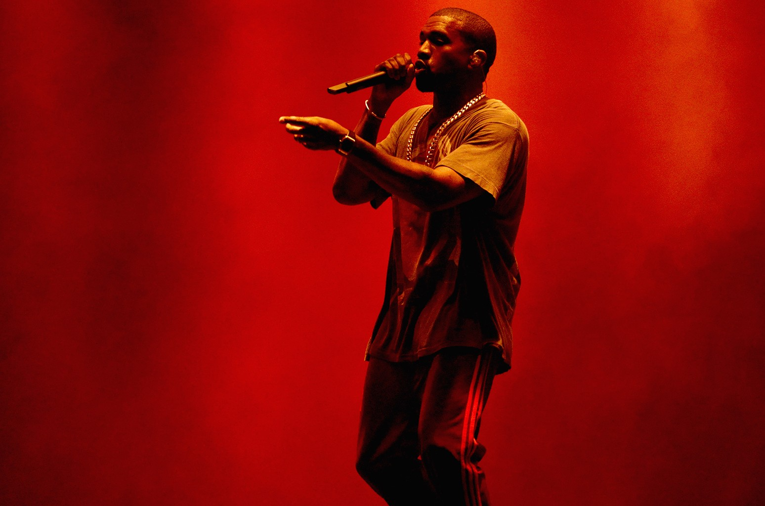 Kanye West performs in 2016