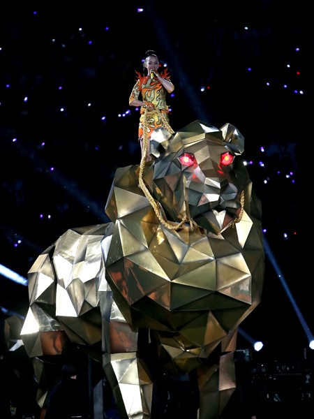 katy-perry-01-super-bowl-halftime-xlix-2015-billboard-450