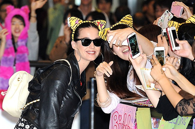 katy-perry-japan-airport-650-430