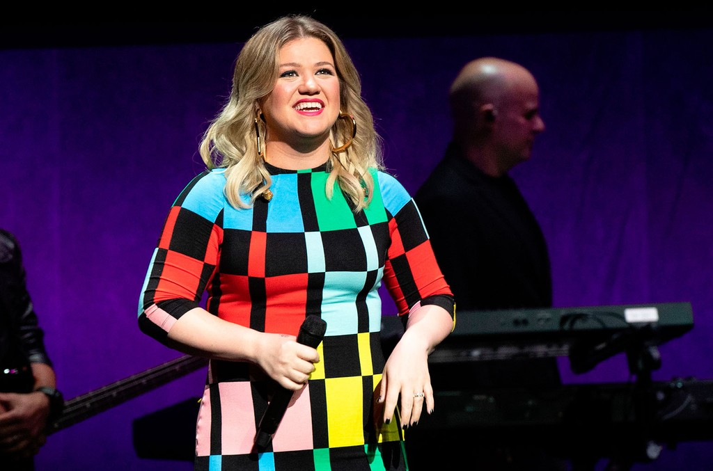 Kelly Clarkson Crushed a Beautiful Version of This TLC Classic in Her Latest Kellyoke: Watch