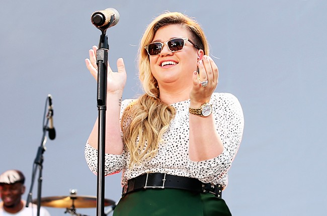 Kelly Clarkson performs onstage for Chevrolet's Best Day Ever with iHeartRadio at The Grove on April 1, 2015 in Los Angeles, California.