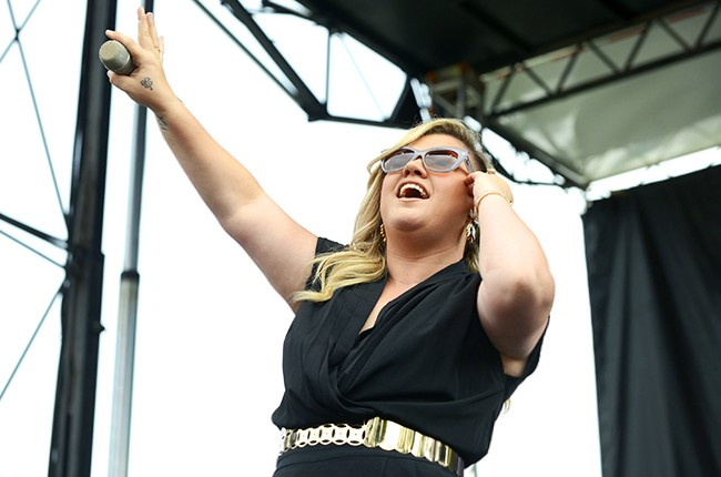 Kelly Clarkson performs during 97.3 Alice Summerthing