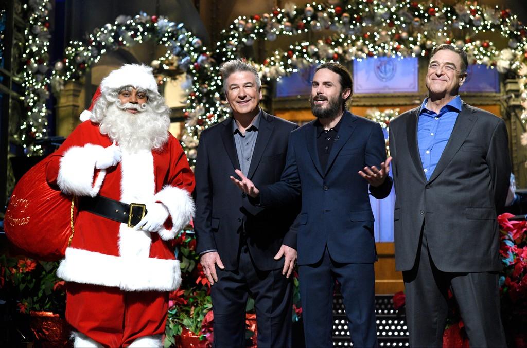 Kenan Thompson, Alec Baldwin, host Casey Affleck & John Goodman