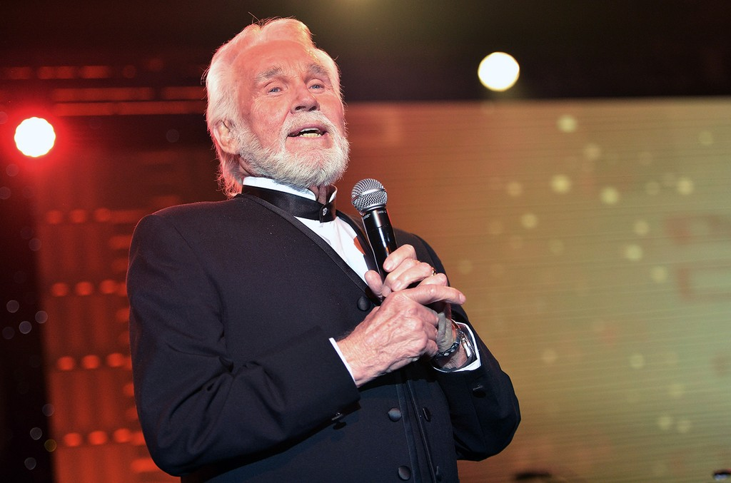 Kenny Rogers performs on April 12, 2014 in Phoenix.