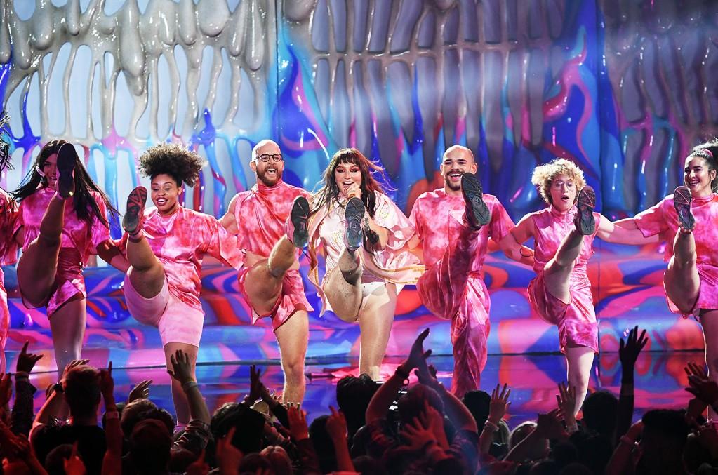Kesha, American Music Awards