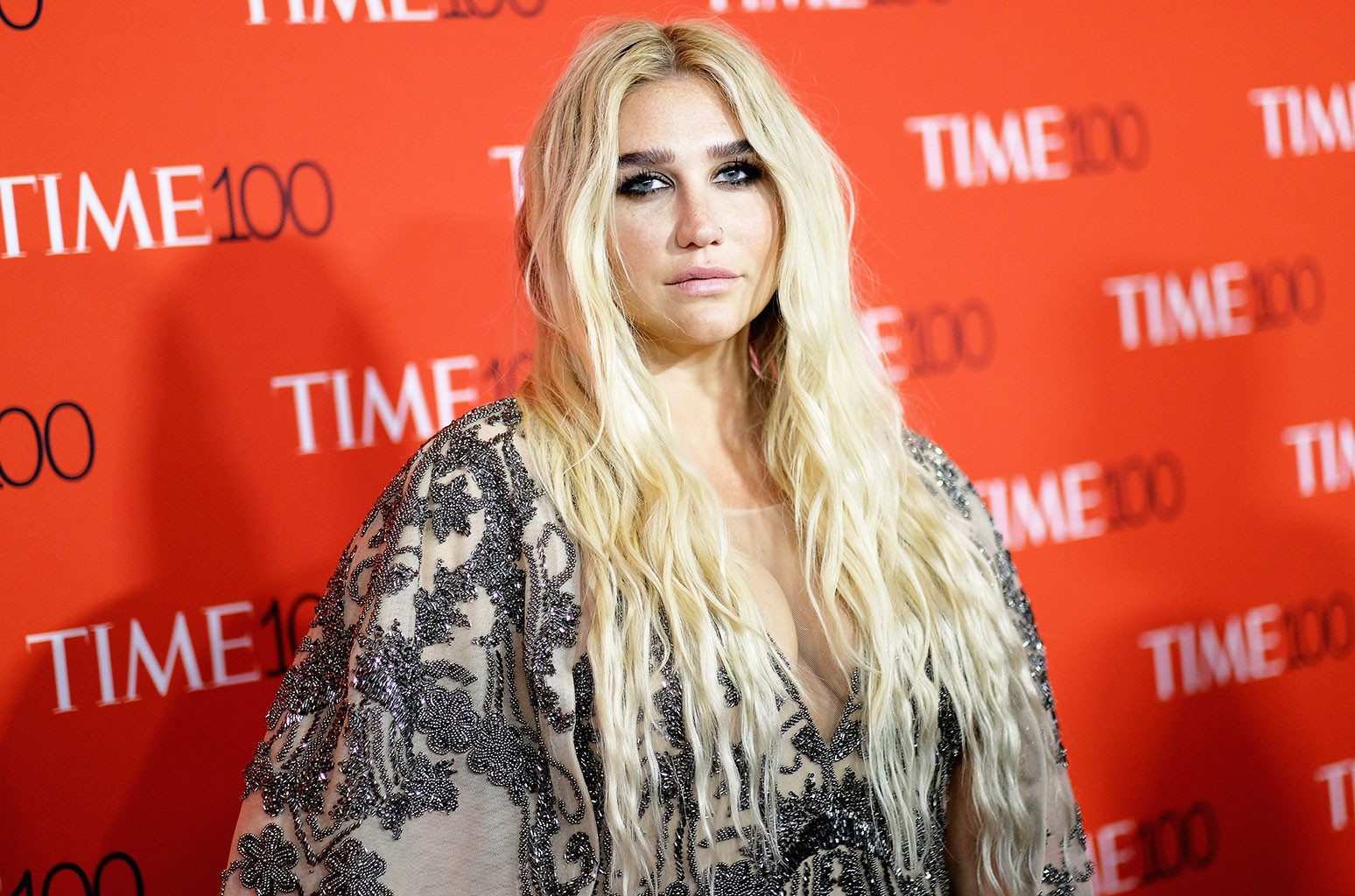 Kesha Shows Off Her Freckles In Makeup