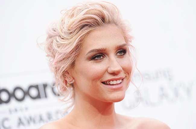 Kesha arrives at the 2014 Billboard Music Awards