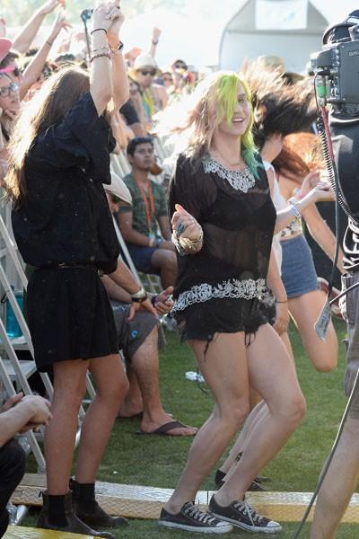 Kesha watches Haim during day 1 of Coachella 2014