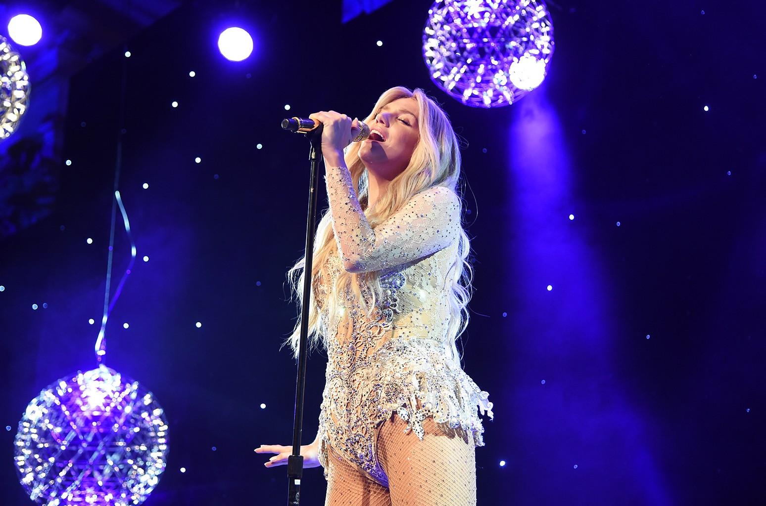 Kesha performs in 2015