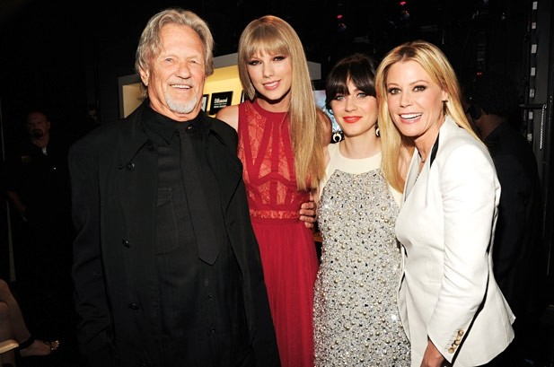 Kris Kristofferson, Taylor Swift, Zooey Deschanel & Julie Bowen