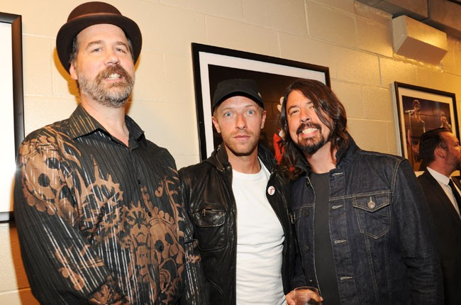 Krist Novoselic, Chris Martin and Dave Grohl backstage of the 2014 Rock And Roll Hall Of Fame Induction